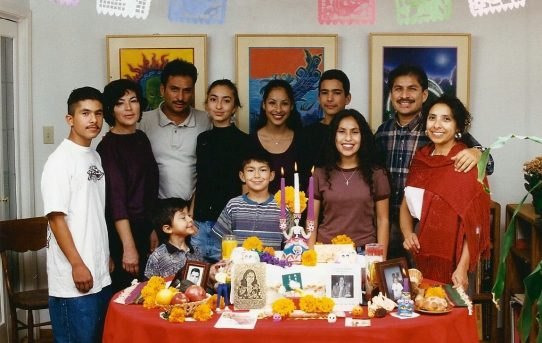 Zoom Workshop: Creating Family Altars with Dr. Roberto Vargas
